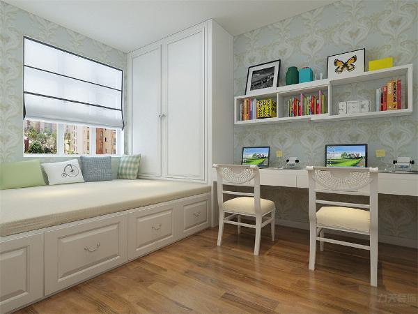 主卧是主人休息的区域,主卧的设计空间合理简洁,白色的床加上竖条纹的床品,以及衣柜的搭配,使空间十分的干净。