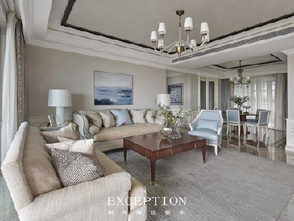 「设计解读·客厅」   素色的沙发在阳光的洗礼下温馨而优雅,拥一个抱枕在怀中,和空间一起呼吸,这抹淡雅的自在可谓千金不换。