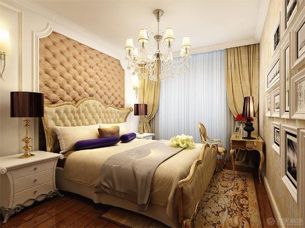 卧室的设计在选择上采用欧式的家具以及梳妆台相互配合,壁纸相互协调。厨房的设计选择用白色的橱柜,以及黄色的壁砖进行对比,白色的吊顶相互配合。