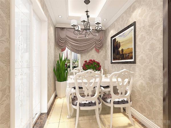 墙面和客餐厅有所不同的是采用更加暖一点的色调的壁纸这样显得更加温馨。地面采用实木复合地板。
