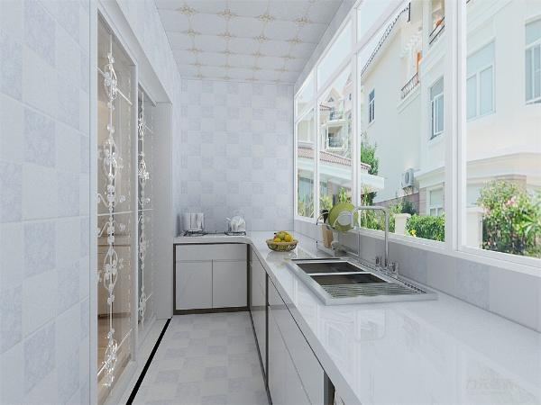 厨房的拐角窗使得整个屋子的采光非常不错。