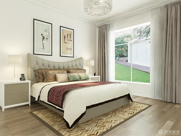 次卧室也是石膏线的圈边,地面也是木地板。房间总体设计的比较简单但是看上去很大方。造型也只是有一两处但是为了迎合风格简约并不简单。