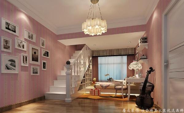 每个空间有不同的需求,所以针对不同的空间做出了不同的设计,不是所谓的风格格式化,而是量身定做,所以女孩房遵循了女孩子的浪漫幻想,选择了嫩粉色来装饰。