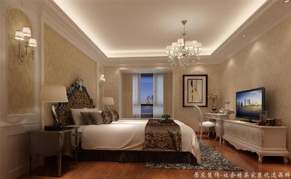 而在主人房卧室的设计中我们却着重于灯光的把握,分路控制灯光,不但使房间在使用功能上有不同的变换,同时也使房间增添了不同的气氛并使之散发出异彩