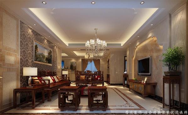 设计中我们舍弃了繁琐复杂的欧式符号却延承了它的大度和精致,客厅里浅色的大理石配上华丽的大尺寸水晶吊灯,精心选购的家具和软饰配置的搭配,都使这个家浸透出一种稳重华贵的气质。