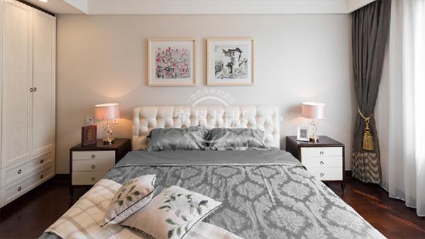 以床头中国写意山水画延续着设计轴线上充满豁达元素的时尚东方,营造出知性简明的空间氛围。
