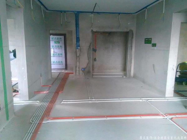 根据施工图布设水电,采用横平竖直!