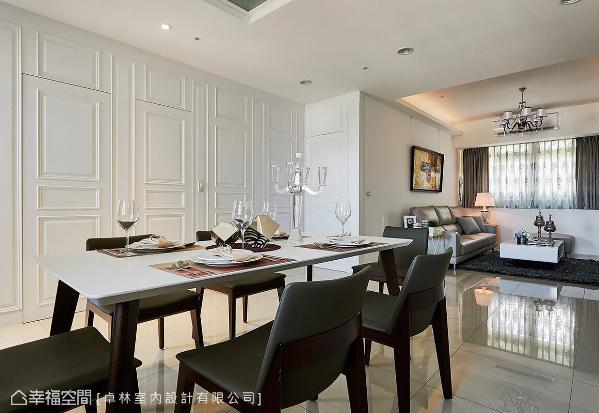设计师林绎宽力求风格及线面的完整度,以美式线板的隐藏门与壁面,演绎细腻品味的家居面貌。