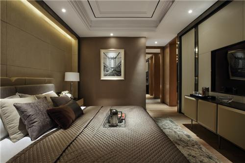 卧室保证了很好的私密性,在布光设计上如教科书一般合宜。