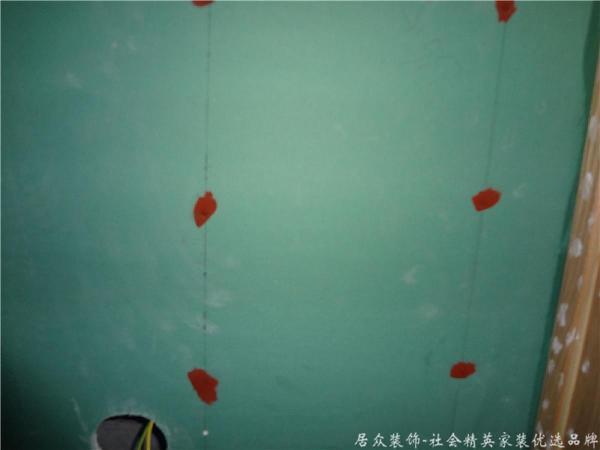 油漆阶段,对铁钉涂防锈漆处理,防止后期内部腐化!