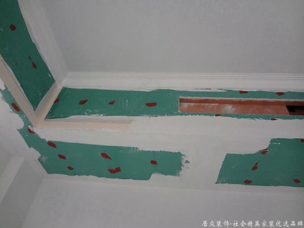 油漆阶段,天花吊顶刷腻子