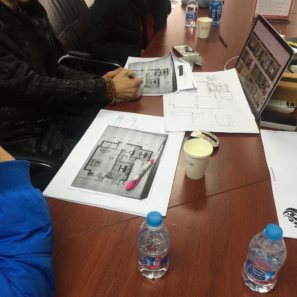 设计师用手绘图记录下户型设计及改造方案。