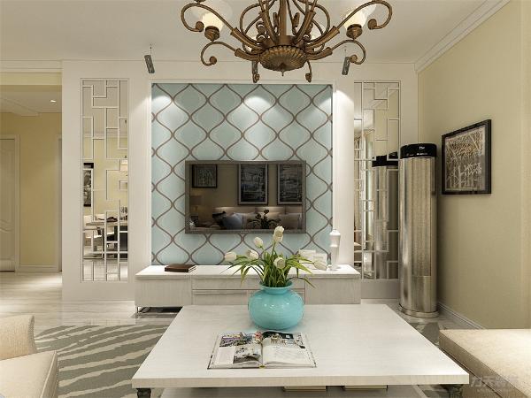 电视背景墙两边是镜面花格,中间贴壁纸,看上去简约不简单,营造一个温馨舒适的家居环境。