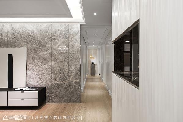 掌握简洁的设计原则,以浅色木地坪铺叙全室,让公私领域完美串连提升空间完整性。