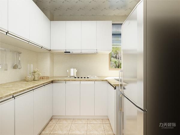 厨房以白色为主,橱柜用的是吸塑的材质做的,整体简单大气。