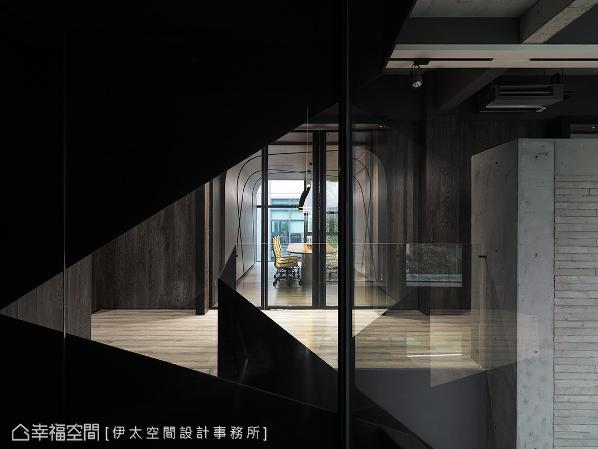 张祥镐设计师运用减法哲学,屏弃所有华丽的装饰,以简练的结构语汇堆栈企业价值形式。