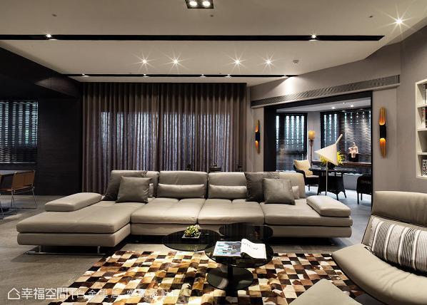 为避免阻碍光线和视线的延伸,林宇崴设计师利用天花板和门框设计,作为场域的分野界定。