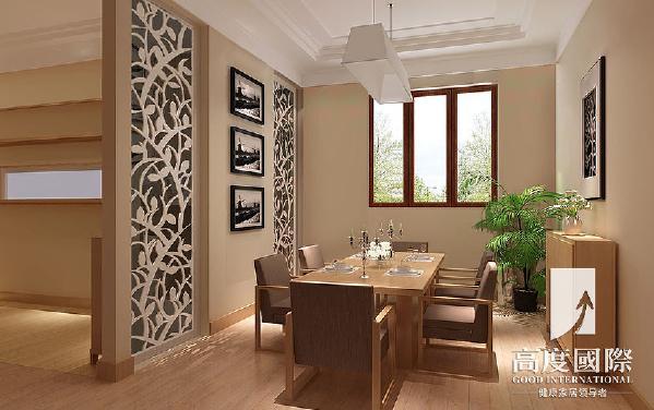 餐厅的设计:餐厅设计师设计了独立的用餐区域,用简单的背景装饰,原木色的餐桌和地板相呼应,搭配得恰到好处。