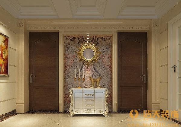 欧式风格强调以华丽的装饰、浓烈的色彩、精美的造型达到华贵的装饰效果。欧式客厅顶部用大型灯池,并用华丽的枝形吊灯营造气氛。