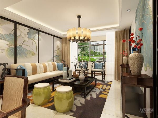 卧室地面采用强化复合地板。餐厅和客厅采用回字形吊顶,地面采用800*800的地砖。卧室客厅顶中心都有吊灯。整体空间以木色为主,背景墙贴花都具有中式元素。