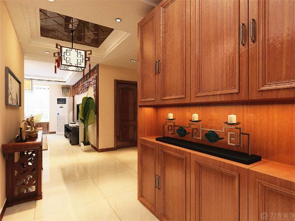 例如传统中式的茶几、餐桌;传统木质沙发和柜体,配以现代的元素例如回字形吊顶等等。