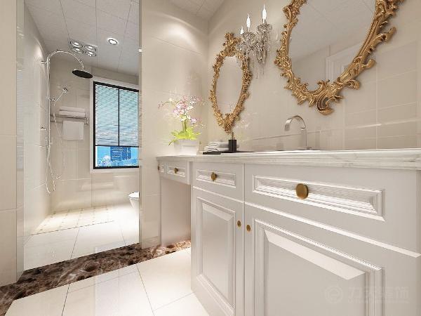 主卧室主体是采用木制家具与浅色欧式用品相搭配,显得大气稳重。