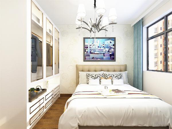 卧室地面采用强化复合地板,墙面采用浅黄色乳胶漆。餐厅和客厅地面采用800*800的地砖。卧室客厅顶中心都有吊灯。
