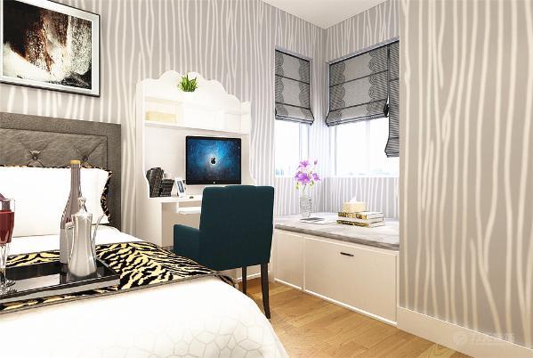 靠近窗户的地方起一个地台做榻榻米,榻榻米与床中间是一个选购的书桌。整体色调选用素色系,简单而舒适。