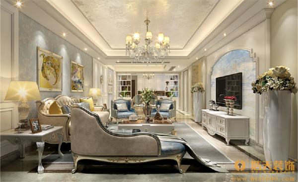 欧式的奢华古典家具,以及丰富的软装饰品,于低调奢华中营造出温馨的生活气息。