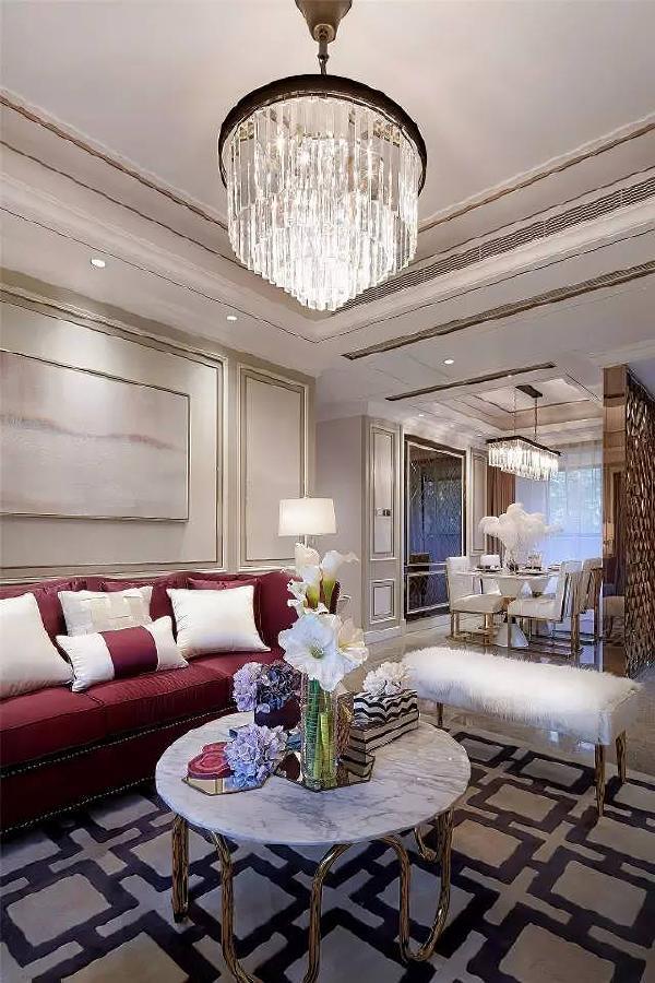 设计理念        这套空间精致而蕴涵丰富,整体以米色做空间主色,加以低调的香槟色和优雅的紫罗兰色做辅助。地面铺就无拼花的天然大理石。