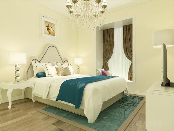 主卧室墙面是浅米黄色的乳胶漆,地面是浅色的木地板,窗户做了包口,次卧室也是浅米黄色的乳胶漆加上浅色的木地板。
