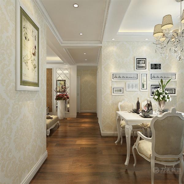 餐厅餐桌椅的造型与沙发造型相呼应,洛克克的吊灯显示除了奢华的感觉。厨房的橱柜的材质为白色吸塑板,墙面黄色仿古砖,整体色彩与空间相呼应。