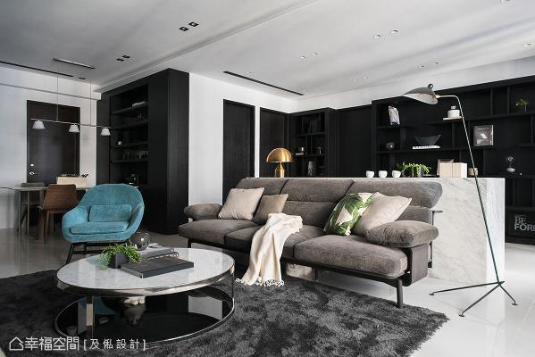 串连客厅、餐厅与书房,以开放式设计规划公领域,让阅读的气息渗透至空间每一角。