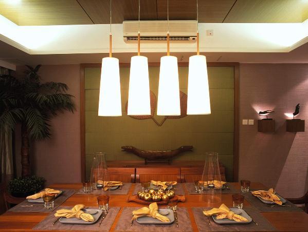 通过不同的材料和色调搭配,令东南亚家具设计在保留了自身的特色之余,产生更加丰富多彩的变化,如一张设计优雅的沙发床,