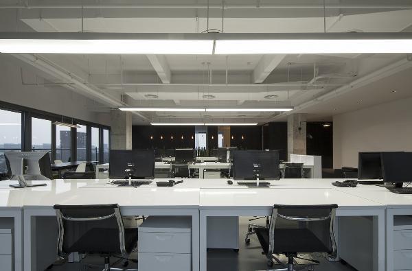 """然而当我们迎来第七年,在新办公室的设计中,却发现无法为""""设计""""找到最准确的定义,只有竭力还原空间的本质,或许才更能诠释设计的真谛。"""