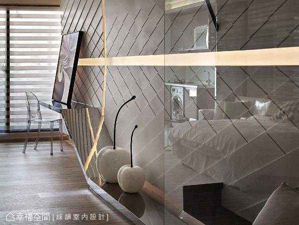 藉由材质的反射效果,增添空间的视觉层次变化。