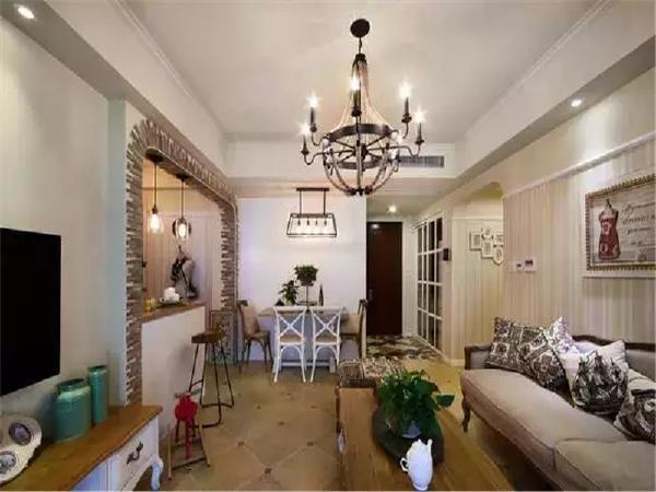 客厅、餐厅、半开放式的书房,开阔的大空间给人完美的视觉体验。