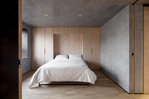 利落的收纳功能与可闭合的暗藏式床体结合多重移门加大空间功能的多样性,有效的利用设计时间差。