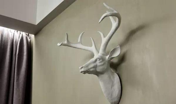 ▲ 墙上的鹿头装饰