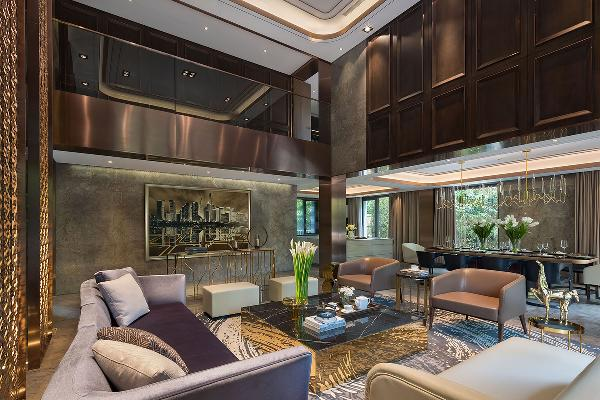 新贵别墅拥有客厅6米的双层挑高,彰显了别墅的空间气势。大面积咖啡色搭配灰色营造空间品质感。些许的金属色点缀,让客厅简洁之余富有现代感和设计感,视觉上别具匠心。