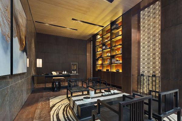 地下一层工作室,该空间强调自由交流,亦是主人安放一切纷扰的宁谧之地。设计以沉稳的咖啡色为主色调,东方韵味在这里搭配融合,独具风格。