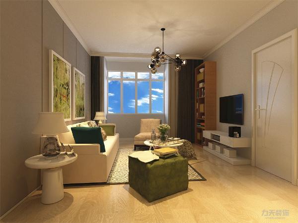 客厅采用白色沙发,电视旁边增加了储物柜,可以摆放饰品,使得整体空间更丰富,不单调,客餐厅通铺地板,顶面用石膏线进行装饰,使得顶面更具层次感;