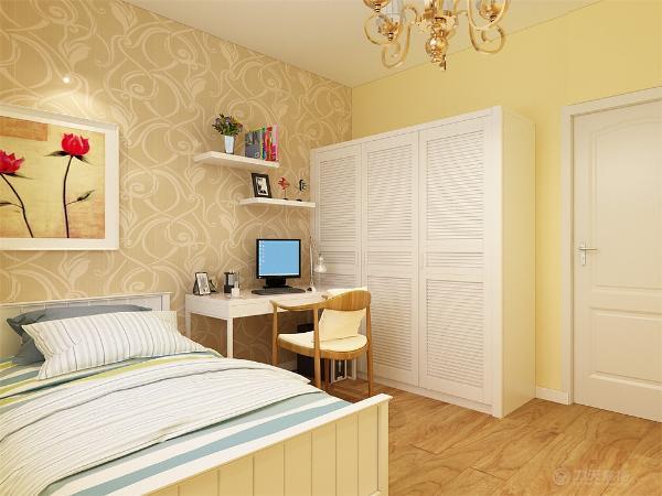 主卧室采用一面壁纸,地面铺强化复合地板,主卧内放双人床,在床的旁边放有沙发,有利于主人休闲,愉乐使用。