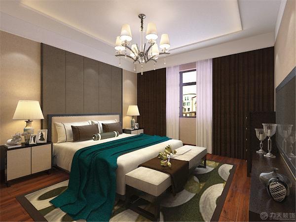 卧室设计的色调上相对温馨了一些比客餐厅的设计颜色选择上相对温暖些。选择暖黄色的壁纸显得整体空间非常温馨舒适。