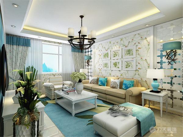 洗白处理使家具流露出古典家具的隽永质感,黄色、红色、蓝色的色彩搭配,则反映丰沃、富足的大地景象。