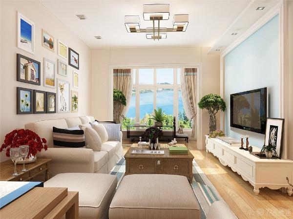 客厅采用了现代的沙发,欧式的电视柜,中式的茶几,