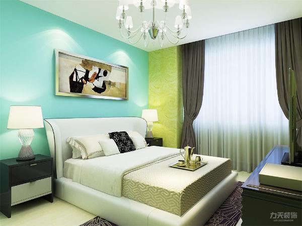 地面和客卧一样选用浅色复合木地板铺贴,墙面是水蓝色乳胶漆和绿色的硅藻泥。为了不显得乱,家具都是白色混油。