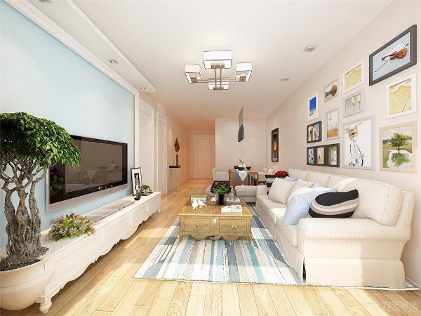 地中海的地毯、窗帘和蓝色元素的合理搭配。餐厅的设计采用了中式的木质家具作搭配。