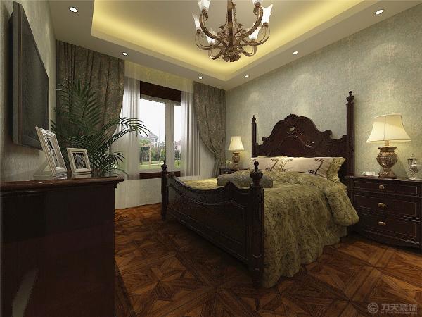 卧室均选用木质美式家具,墙面壁纸为大马士革壁纸。整体空间宽敞明亮,大气又不浮夸,给人以更强的视觉冲击力。