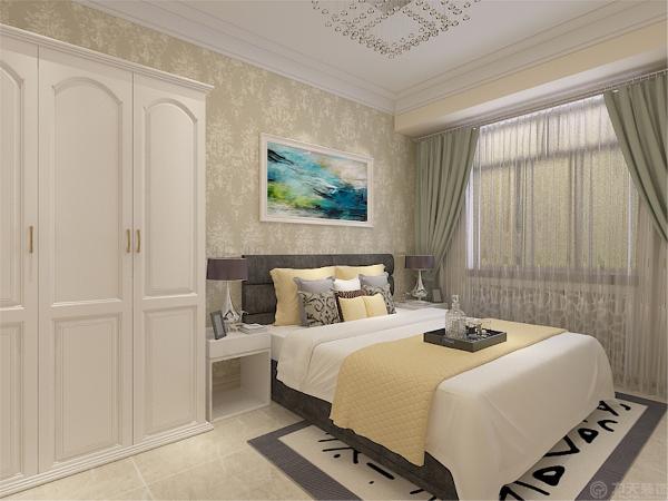 主卧室与书房在一起,卧室那边用于休息所以墙面贴的是浅色的壁纸